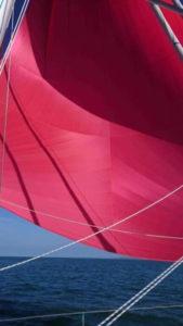Spi asymétrique rouge de 183m2
