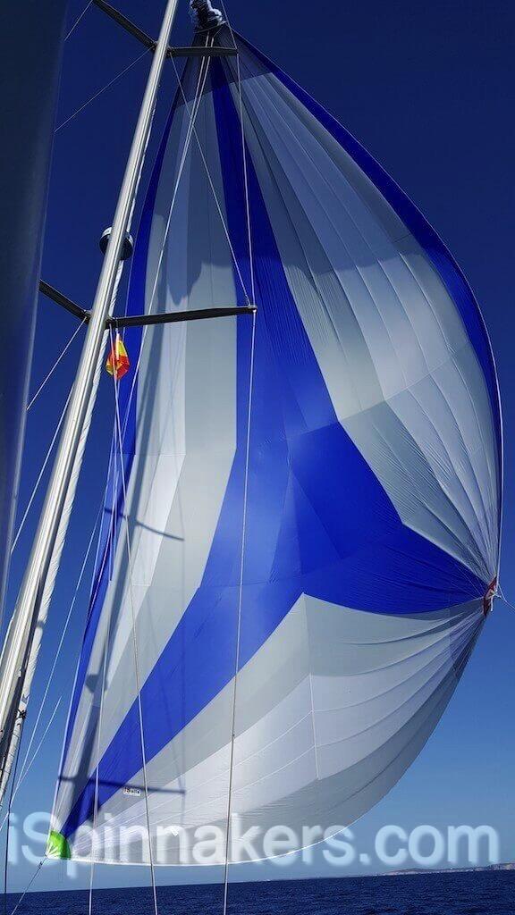 Spinnaker asymétrique Beneteau Oceanis 44 bleu blanc (2)
