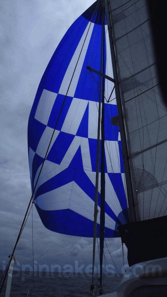 Spinnaker symétrique de 148 m2 sur catamaran Catana 471